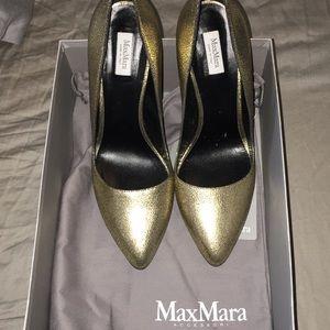 MaxMara gold pumps. Size 10. NWT
